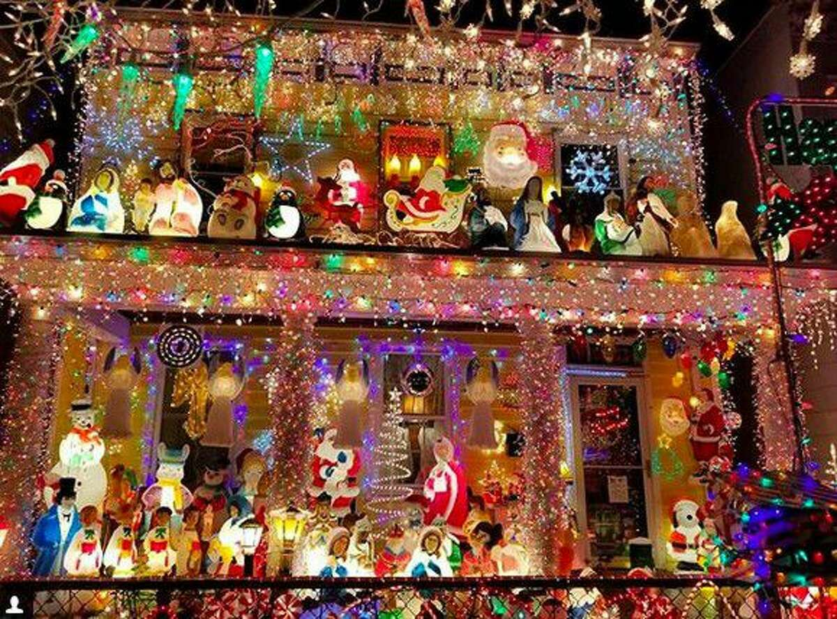 1. Lights are supposed to accent your house, not cover it This home display deserves a 10 for sheer audacity, not to mention brightness. Remember that