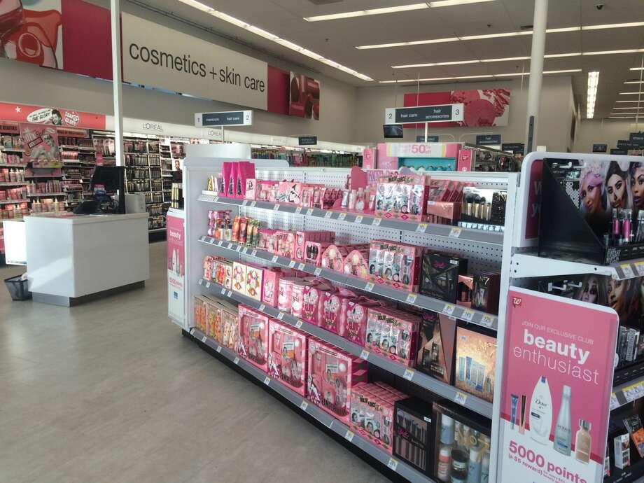 take a look inside walgreens u0026 39  futuristic store where it u0026 39 s