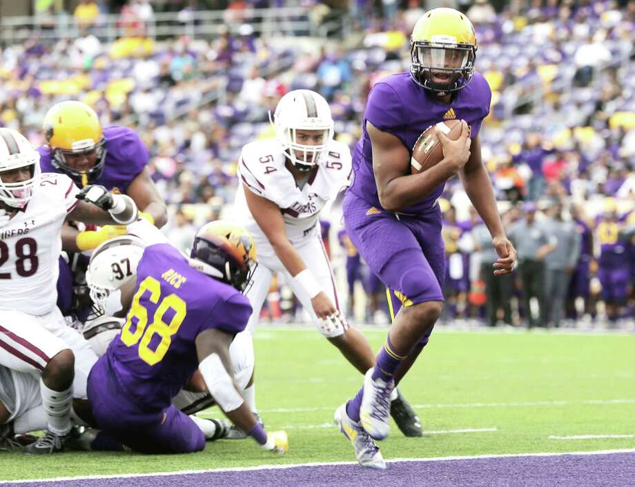 Prairie View A&M Panthers quarterback Jalen Morton (12) runs into the end zone on a quarterback keep against Texas Southern Tigers in the second quarter on Saturday, Nov. 24, 2018 in Prairie View. Photo: Staff Photographer / © 2018 Houston Chronicle