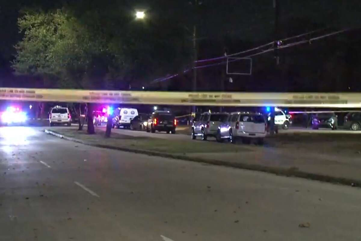 Man kills concert-goer, wounds 5 more at Houston club