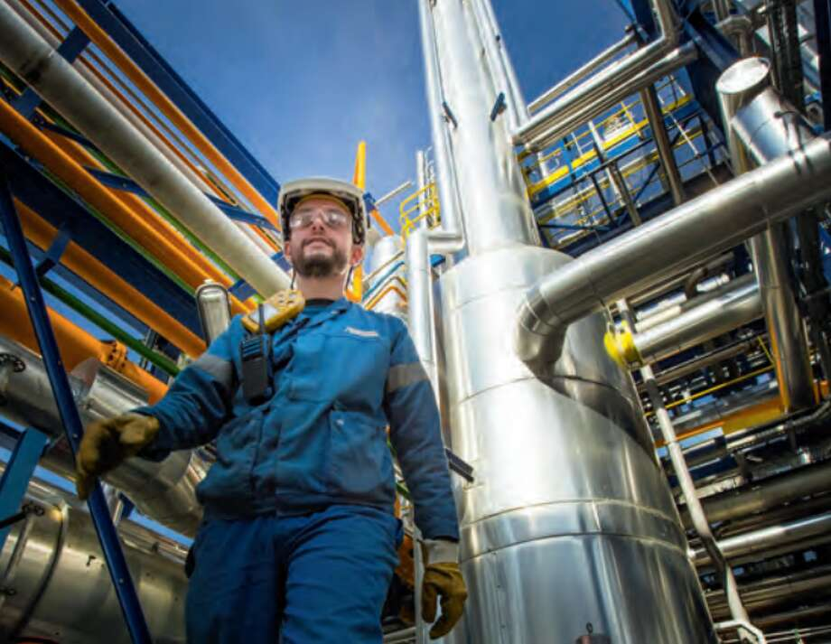 A worker walks through the Air Liquide hydrogren plant in Port-Jérôme, France. The company's Houston office has announced plans to build a $150 million liquid hydrogen plant in California. Photo: Air Liquide