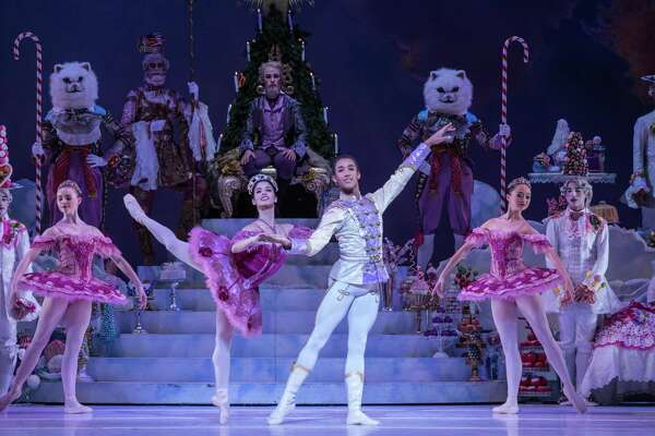 Review Houston Ballet S Nutcracker Is A Feast For The Eyes Houstonchronicle Com
