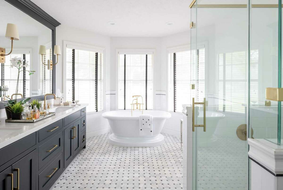 A modern take on farmhouse style is gaining popularity. In 2016, just 3 percent of homes opted for this decor style for their bathrooms; in 2018, 7 percent did.