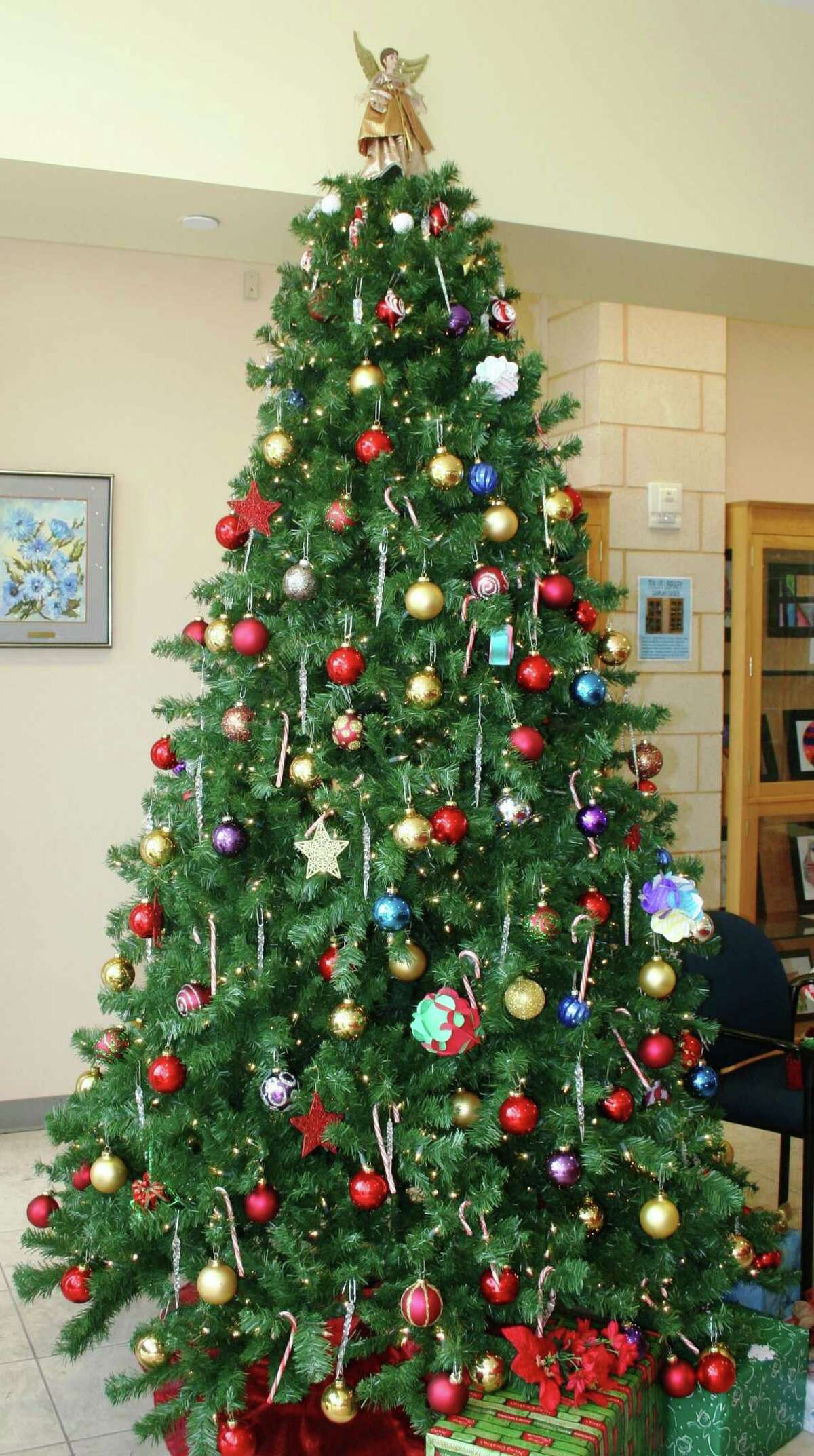 Visitors to Fort Bend County Libraries will enjoy free holiday activities on Dec. 8.