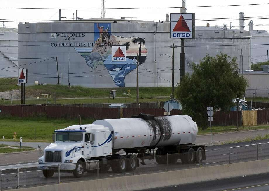 An oil tanker passes storage tanks at the Citgo Refinery in Corpus Christi, Texas, on Thursday, August 10, 2006. Photo: EDDIE SEAL, BLOOMBERG NEWS