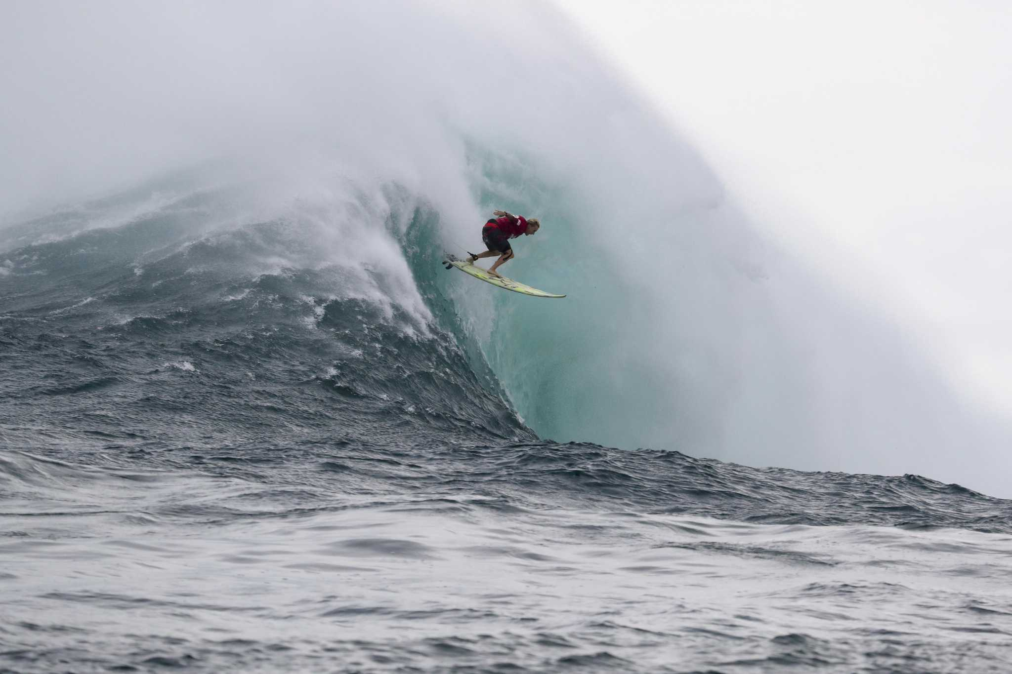 Women Surfers Battle Insane Waves In Maui Video