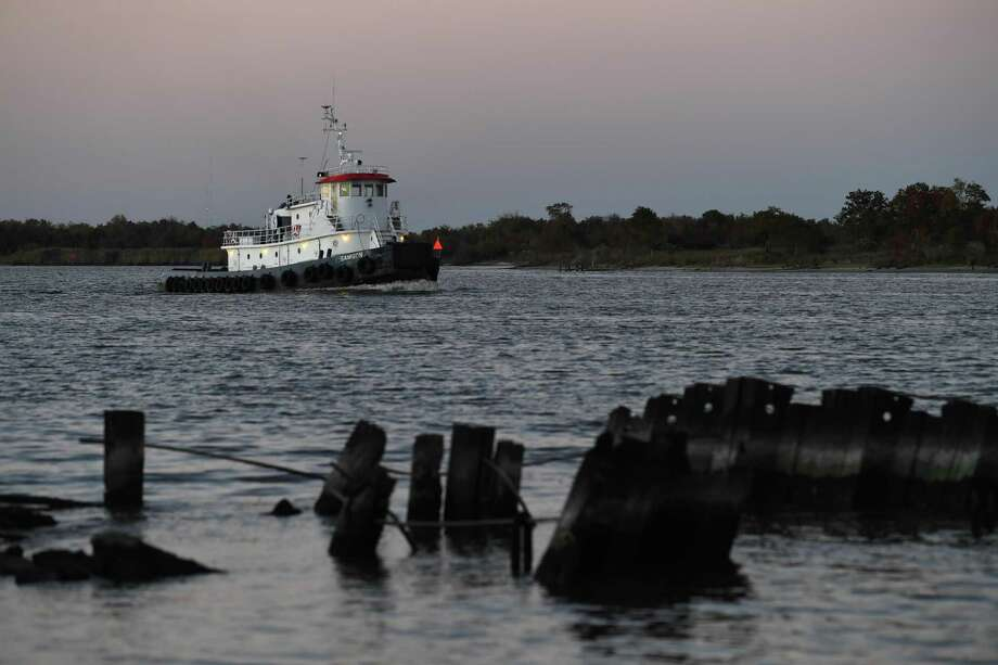 About $18 million in federal funding has been allocated to the U.S. Army Corps of Engineers to begin a dredging project that would widen the Neches River from 40 to 48 feet. A tugboat heads south along the Neches River Monday evening.   Photo taken Monday, 11/26/18 Photo: Guiseppe Barranco/The Enterprise / Guiseppe Barranco / The Enterprise / Guiseppe Barranco ©
