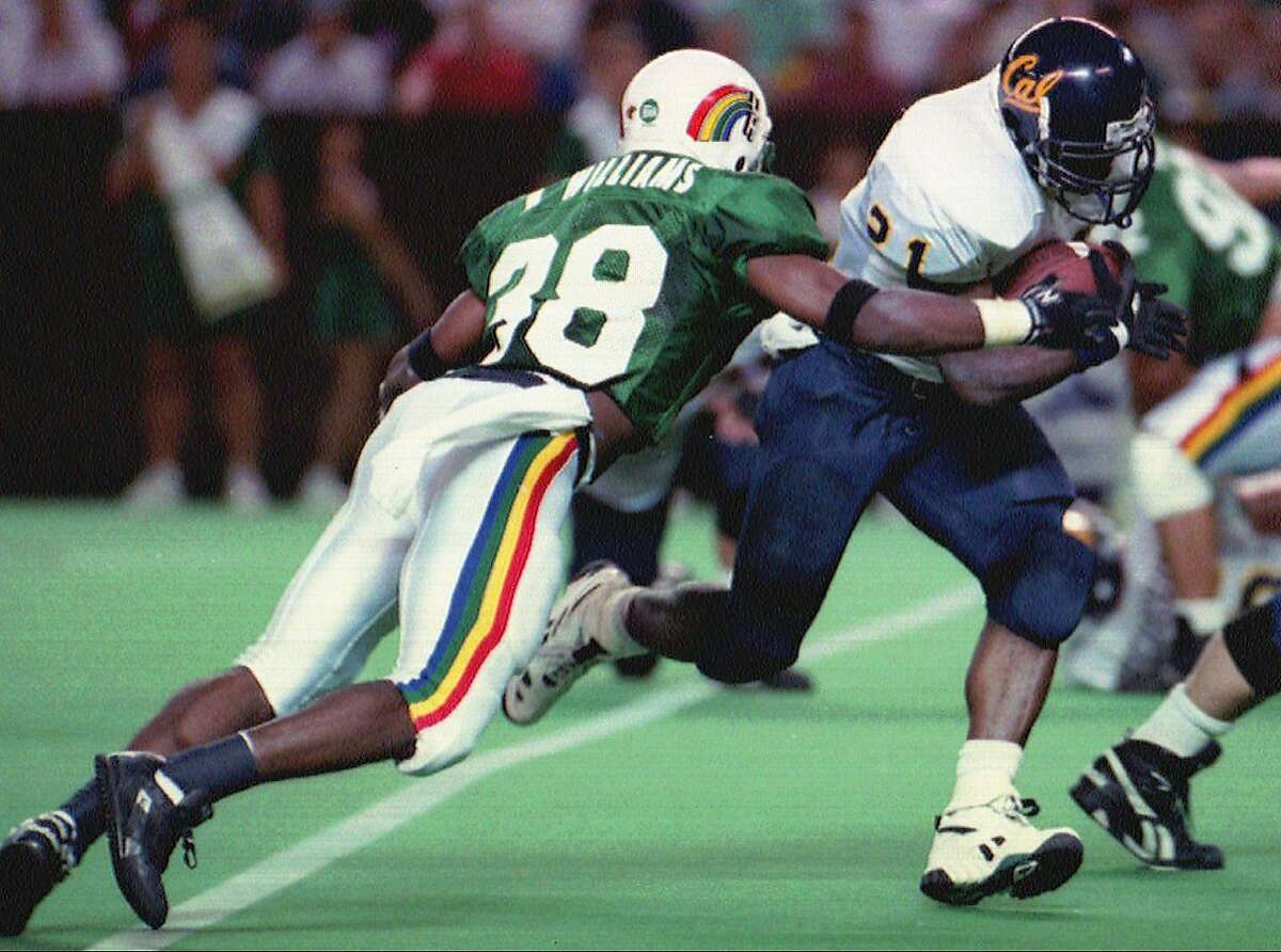 CHRONICLE 11/29/93 // University of California tailback Lindsey Chapman (21) runs past University of Hawaii defensive back Khary Williams (38) for a touchdown on Saturday, Nov. 27, 1993 in Honolulu. California won the game 42-18. (AP Photo/Anthony Cheng)
