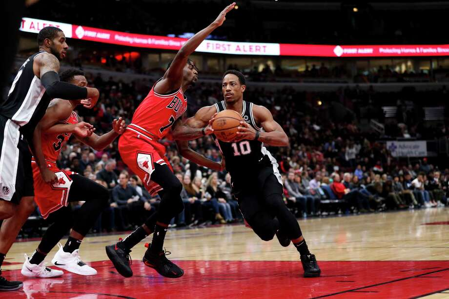San Antonio Spurs guard DeMar DeRozan (10) drives against Chicago Bulls forward Justin Holiday (7) during the first half at the United Center on Monday, Nov. 26, 2018, in Chicago. Photo: Armando L. Sanchez, TNS / Chicago Tribune