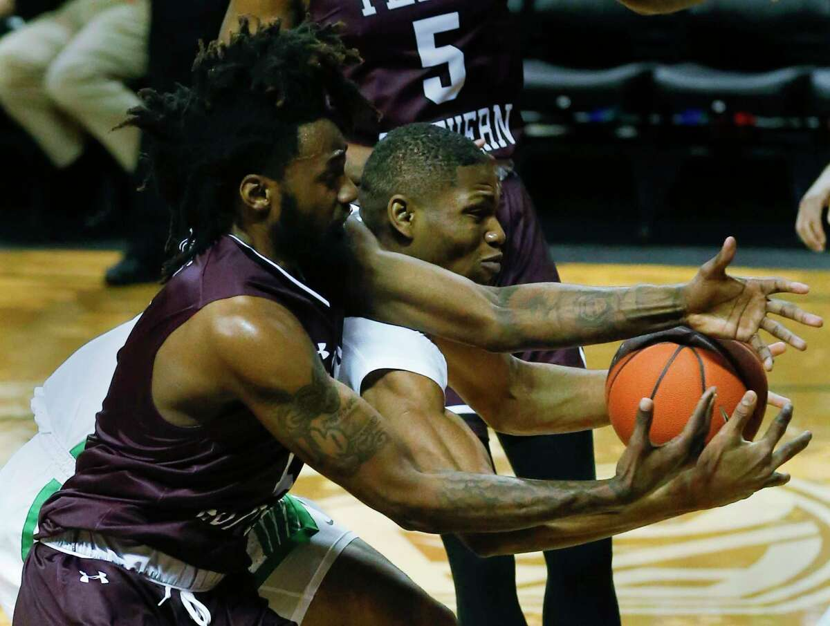 Texas Southern forward Jeremy Combs and Oregon forward Francis Okoro battle for the ball during the first half of an NCAA college basketball game in Eugene, Ore., Monday, Nov. 26, 2018. (Andy Nelson/The Register-Guard via AP)