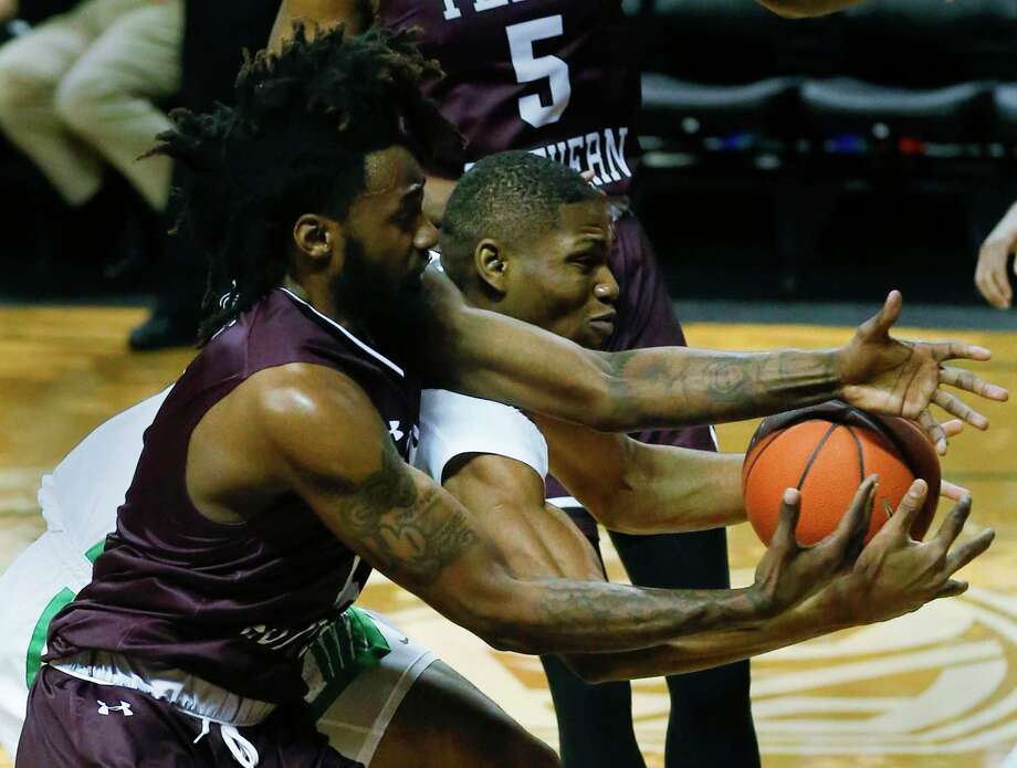 Texas Southern forward Jeremy Combs and Oregon forward Francis Okoro battle for the ball during the first half of an NCAA college basketball game in Eugene, Ore., Monday, Nov. 26, 2018. (Andy Nelson/The Register-Guard via AP) Photo: Andy Nelson, Associated Press / 2018 The Register-Guard