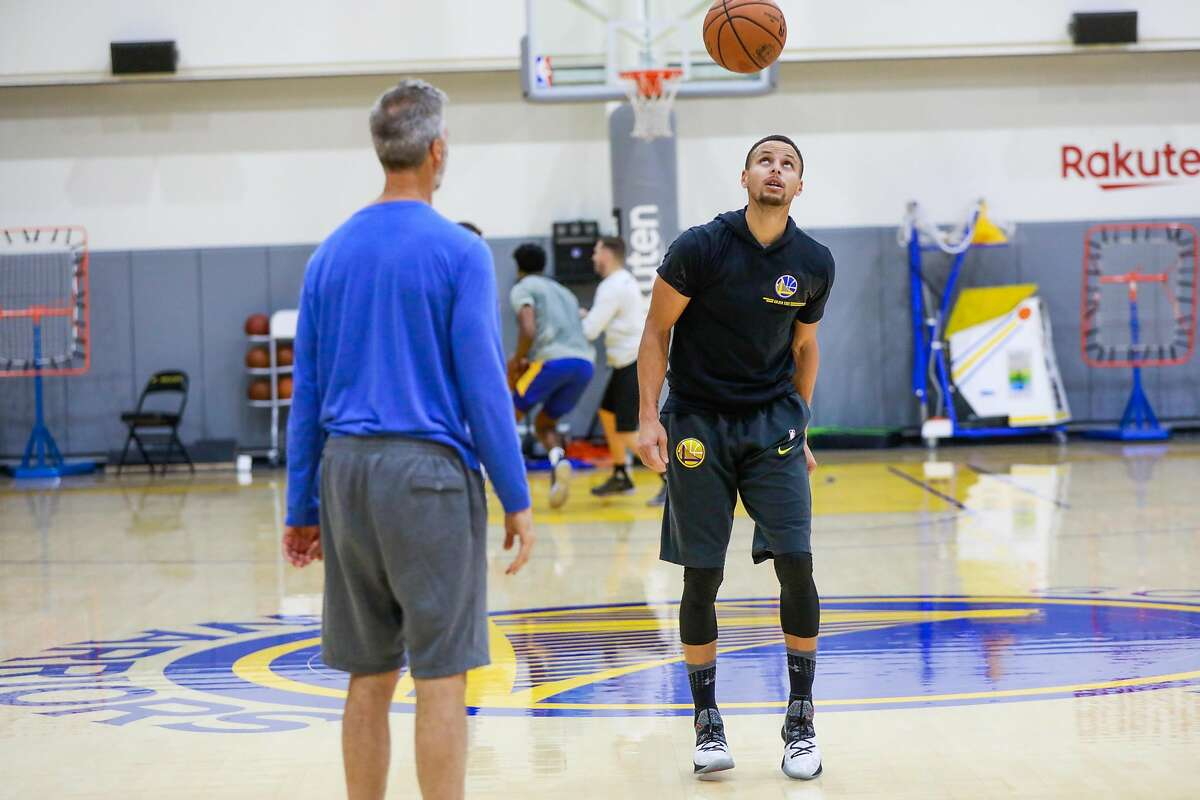 Warriors player Stephen Curry bounces the ball off of his head as he does a drill during Golden State Warriors' practice in Oakland, California, on Monday, Nov. 26, 2018.