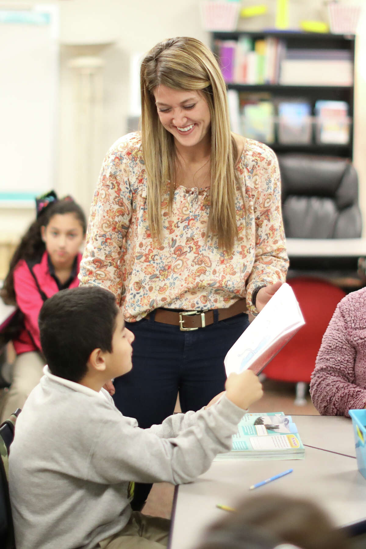 Leeann Higginbotham, fifth grade science and social studies teacher, works with her South Elementary students Nov. 27, 2018. James Durbin/Reporter-Telegram