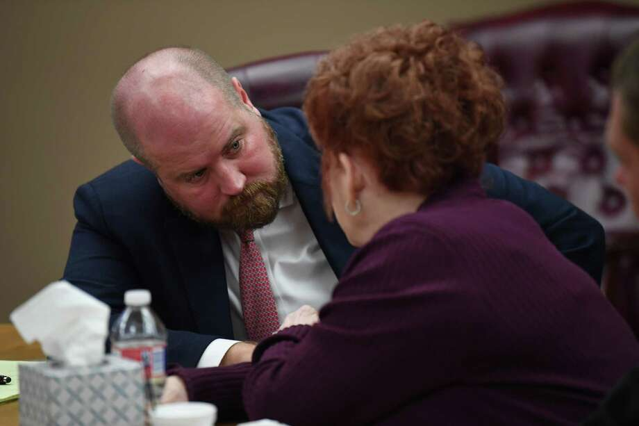 Elizabeth Taylor talks Tuesday to her attorney Ryan Gertz during her trial for the shooting death of Larry Atwood in 2017.   Photo taken Tuesday, 11/27/18 Photo: Guiseppe Barranco/The Enterprise, Photo Editor / Guiseppe Barranco ©