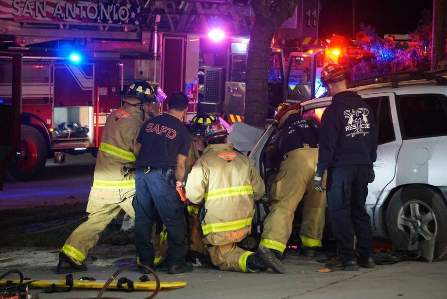 Five people, including three children, were injured when a woman had a seizure as she was driving Tuesday, Nov. 27, 2018, in downtown San Antonio. Photo: Jacob Beltran For MySA.com