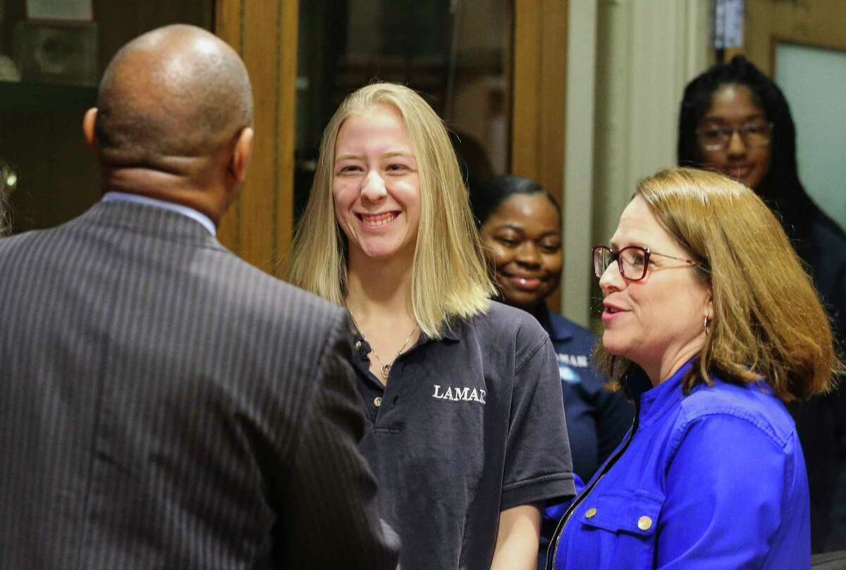Lamar High School Principal Rita Graves, right, introduces senior Elizabeth Nelson-Fryar, 17, to Houston Mayor Sylvester Turner before a lunch meeting with more than a dozen Lamar High School students on Tuesday, Nov. 27, 2018, in Houston.