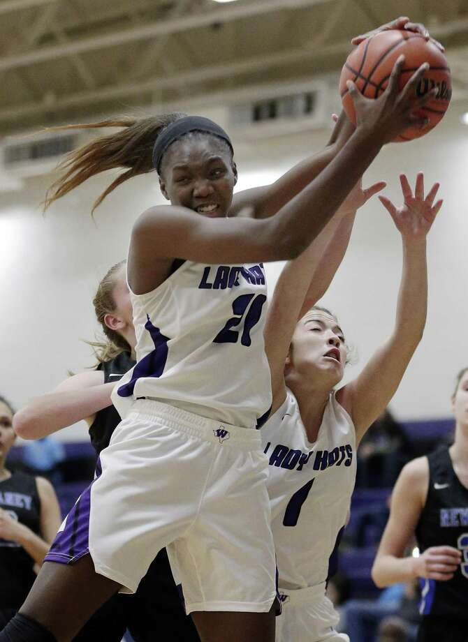 Willis' Dejanae Gilmore (21) pulls in a rebound against New Caney during the second half of their game Tuesday, Nov. 27, 2018 in Willis, TX. Photo: Michael Wyke, Houston Chronicle / Contributor / © 2018 Houston Chronicle