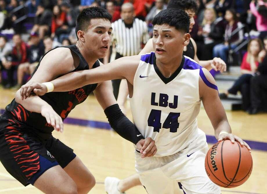 Ismael Benavides had nine points in LBJ's loss to Martin Tuesday night. Photo: Danny Zaragoza /Laredo Morning Times