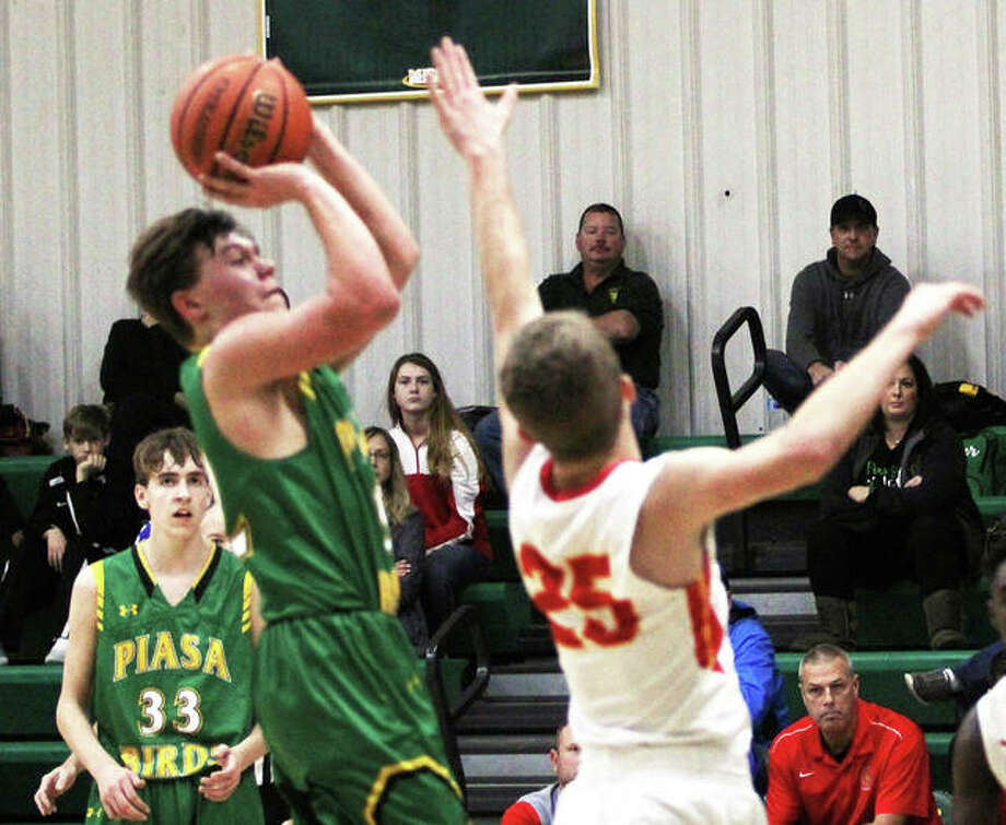 Southwestern's E.J. Kahl, shown shooting over Roxana's Braeden Wells (25) during a game last week at the Metro-East Lutheran Tourney, scored 20 points Tuesday night in the Piasa Birds loss at Carrollton. Photo: Greg Shashack | The Telegraph