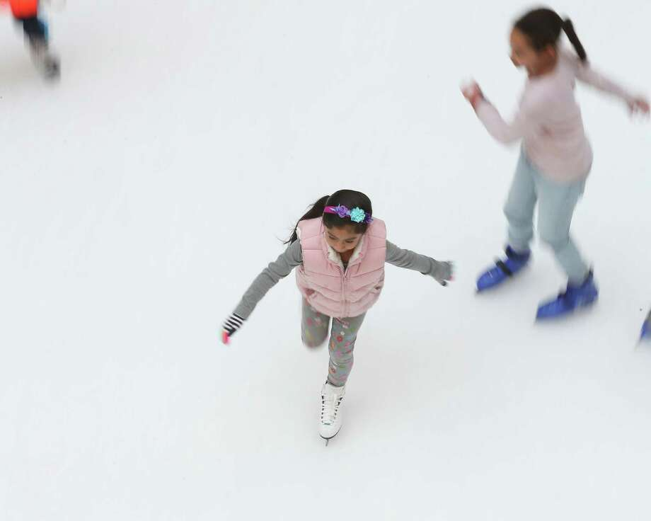 Skaters took to the ice at The Galleria Friday, Nov. 23, 2018, in Houston. Photo: Steve Gonzales, Houston Chronicle / Staff Photographer / © 2018 Houston Chronicle