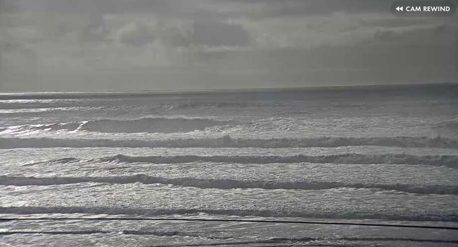 c10d338f8e315 Surf s up  Calm conditions can last 20 minutes between massive 20 ...