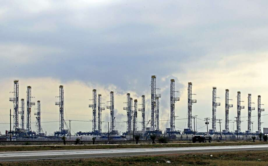 Idled drilling rigs stacked in Midland during the last oil bust. Photo: James Durbin / James Durbin / © 2014 Midland Reporter Telegram. All Rights Reserved.