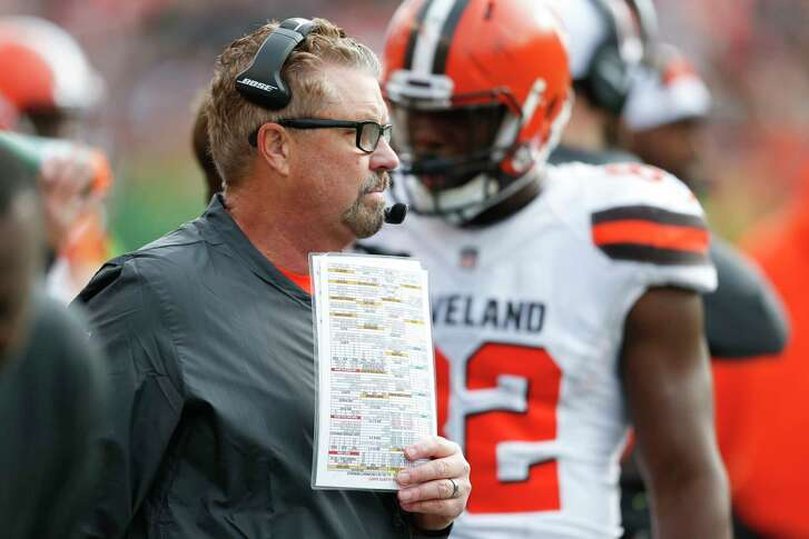 Cleveland Browns head coach Gregg Williams works the sidelines in the first half of an NFL football game against the Cincinnati Bengals, Sunday, Nov. 25, 2018, in Cincinnati. (AP Photo/Gary Landers)