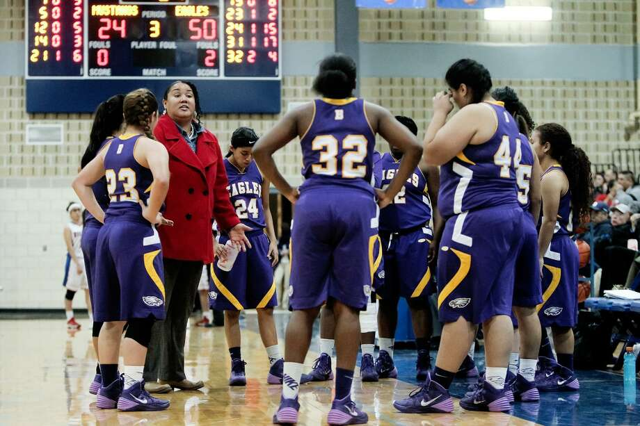 Brackenridge coach Tamiko Matthews talks to her team during a third quarter time out in their game with Jefferson at the Lanier Alumni Center on Tuesday, Jan. 28, 2014. The Lady Eagles beat Jefferson 70-38. MARVIN PFEIFFER/ mpfeiffer@express-news.net Photo: MARVIN PFEIFFER, STAFF / Marvin Pfeiffer/ Express-News / Express-News 2013