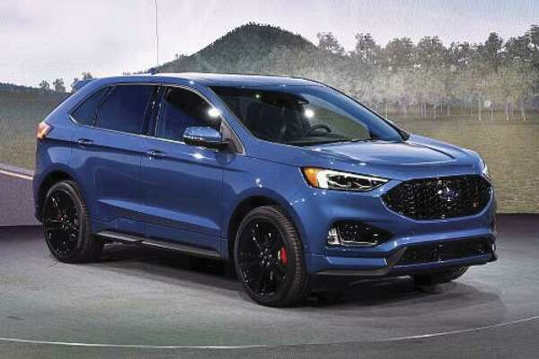 In the looks department, you'll recognize the 2019 Ford Edge ST by its all-black mesh grille, squared off exhaust tips, and absence of chrome trim. (Motor Matters photo)