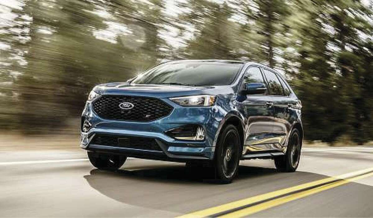 The 2019 Ford Edge detects driving conditions and automatically shift between two-wheel and all-wheel drive. All-wheel-drive traction is provided when needed, and also reduces fuel consumption when it's not. (Motor Matters photo)