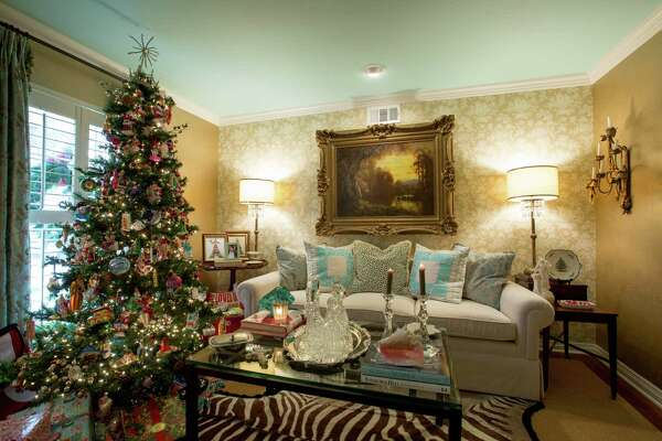Christmas Ornament Tops.Christmas Decor A Peek Inside San Antonio S Most Lavishly
