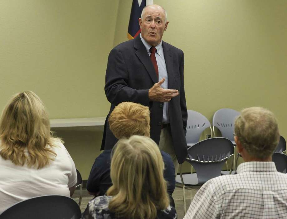 Senator Kel Seliger talks 08/13/18 with area residents during a town hall meeting at the Midland County Public Library Centennial Branch. Tim Fischer/Reporter-Telegram Photo: Tim Fischer, Photographer / Midland Reporter-Telegram