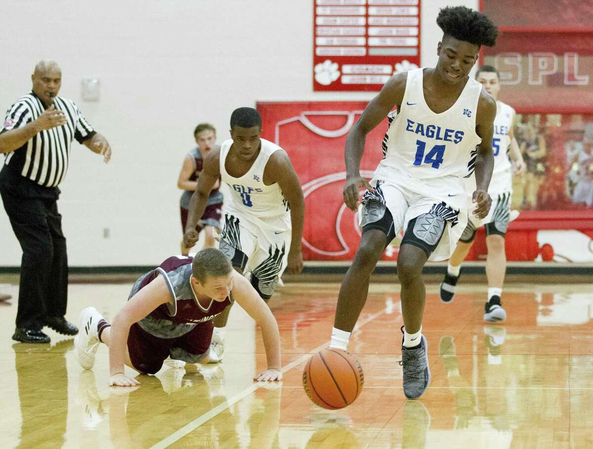 New Caney shooting guard Kaylye Jackson (14) tracks down a loose ball in the fourth quarter of a high school basketball game during the 2018 Splendora Invitational at Splendora High School, Thursday, Nov. 29, 2018, in Splendora.