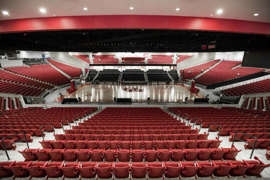 This is what a $60 million transformation looks like. UH will host 18th-ranked Oregon on Saturday night in the official opening of the 7,100-seat Fertitta Center. Photo: Brett Coomer, Houston Chronicle / Staff Photographer / © 2018 Houston Chronicle