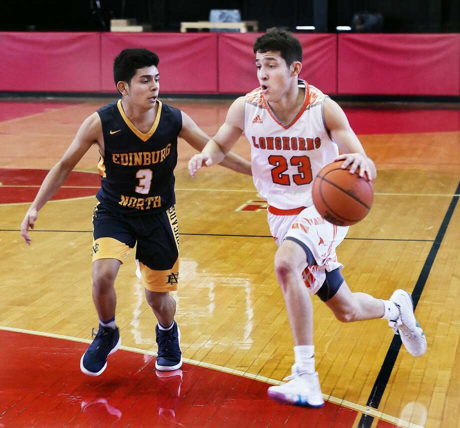 Andy Pompa and United will face rival Alexander at 9:30 a.m. Friday at Nixon in the quarterfinals of the Border Olympics. Pompa led the way with a combined 27 points Thursday in the Longhorns' two wins. Photo: Cuate Santos /Laredo Morning Times / Laredo Morning Times