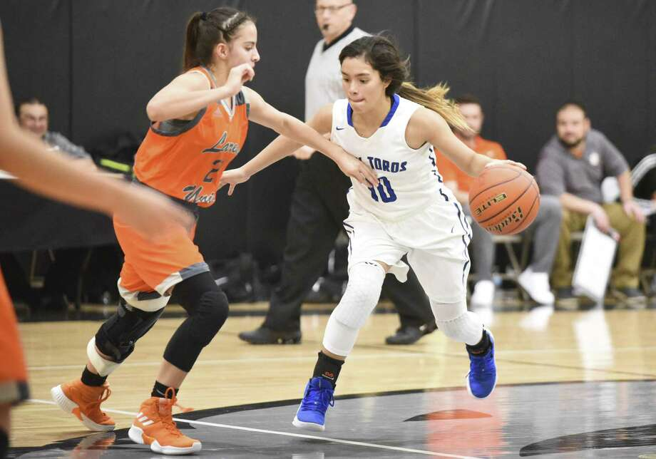 Senior Larizza Cantu had 12 points, three rebounds and one steal in the Lady Toros' loss to United Thursday. Photo: Danny Zaragoza /Laredo Morning Times