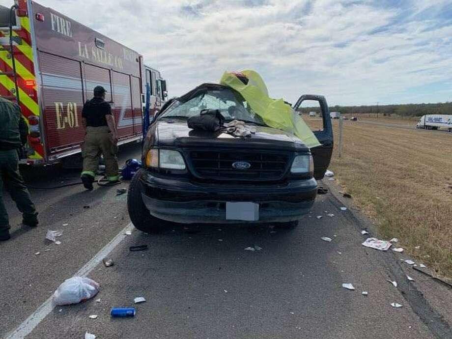 Este es el vehículo involucrado en el accidente fatal registrado el jueves en el Condado La Salle en la milla 63 de la carretera I-35. Photo: Foto De Cortesía /Patrulla Fronteriza