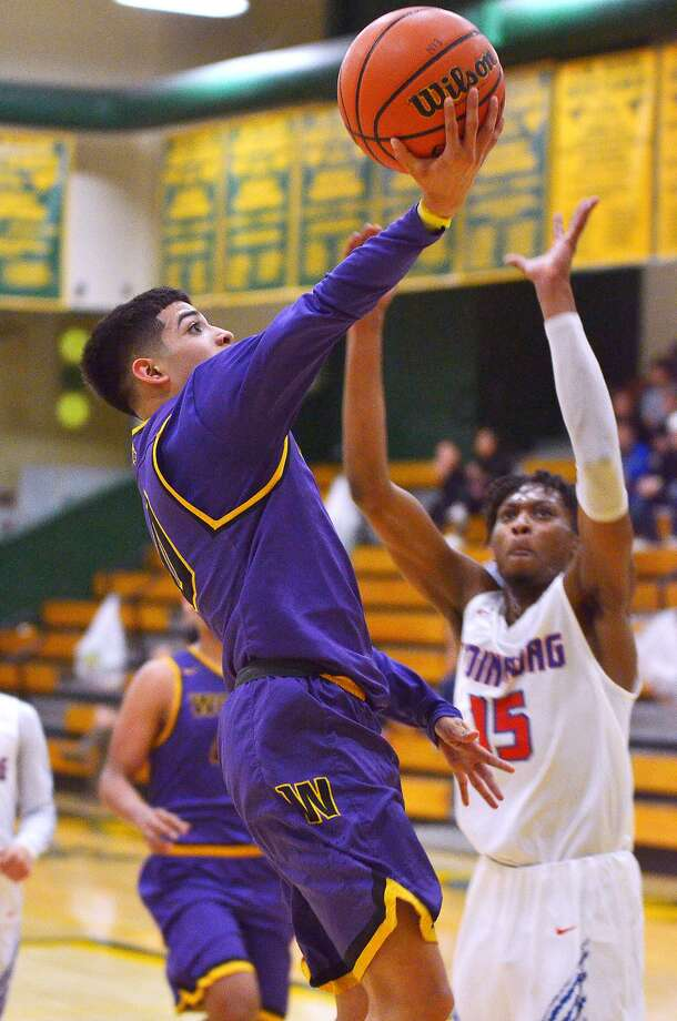 Osvaldo Garza and the Wolves look to get back on track after dropping their first two district games. Photo: Cuate Santos /Laredo Morning Times File / Laredo Morning Times
