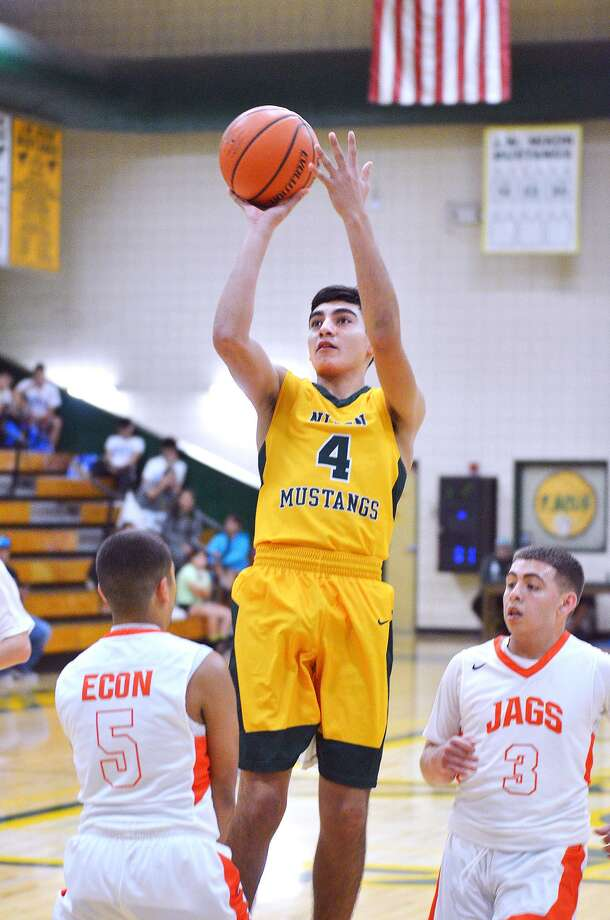 Juan Marines and the Mustangs host Del Rio Wednesday at 7 p.m. This will be Nixon's second district game of the season. Photo: Cuate Santos /Laredo Morning Times File / Laredo Morning Times