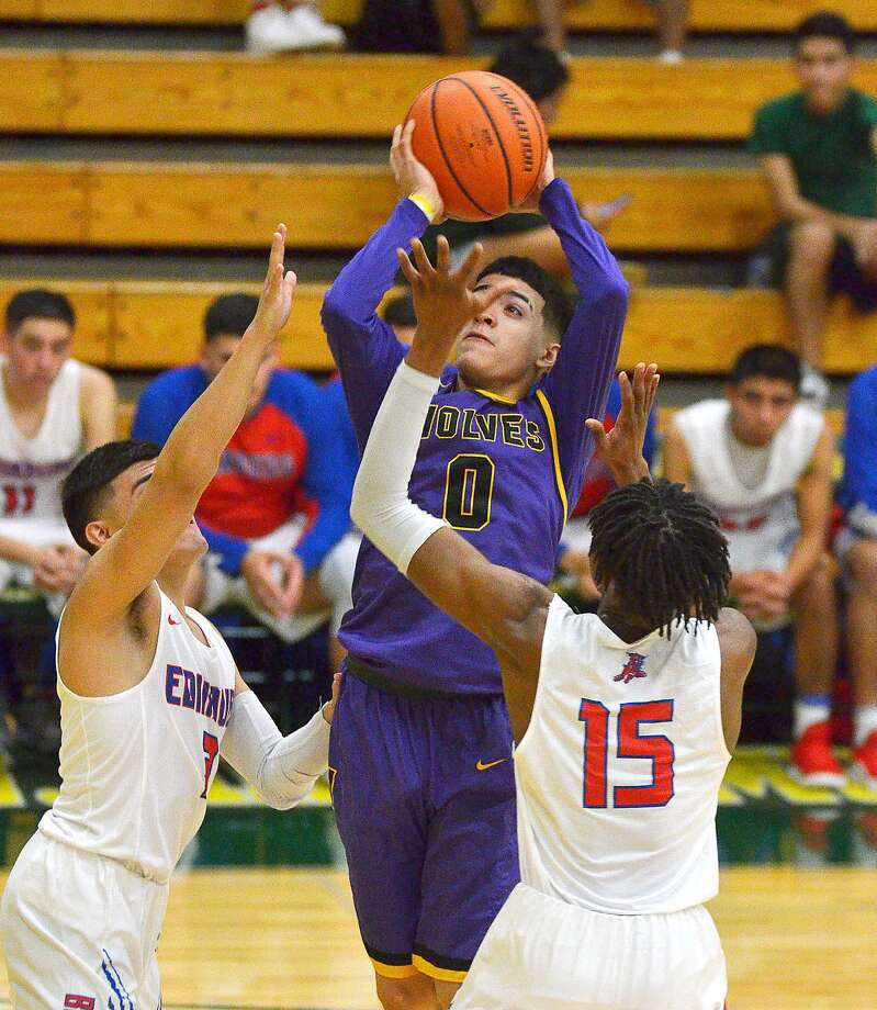 Osvaldo Garza led LBJ with 22 points in both its wins Thursday as the Wolves advanced to the Platinum Bracket at the Hidalgo Pirate Classic. Photo: Cuate Santos /Laredo Morning Times File / Laredo Morning Times