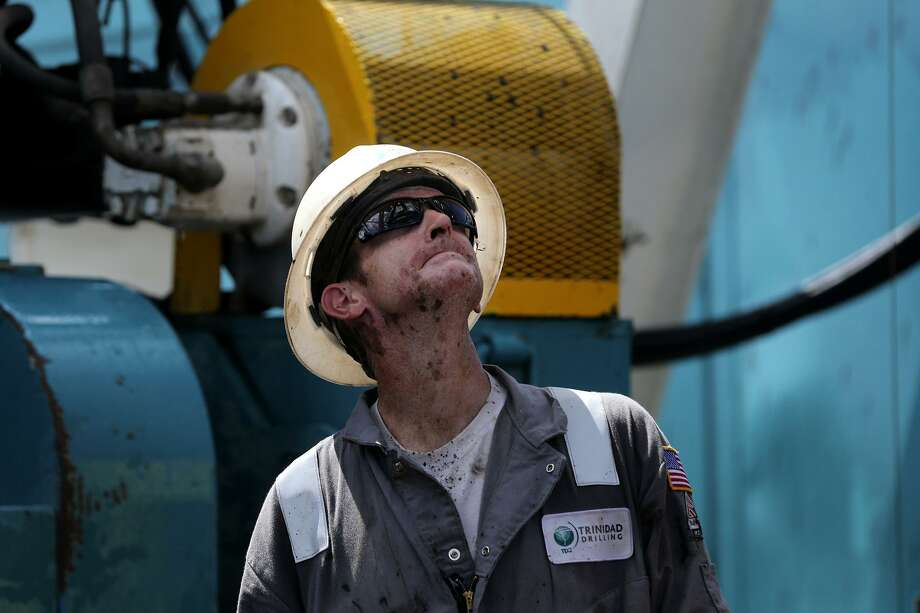 An oilfield worker in the Austin Chalk. Photo: John Davenport,  Staff / San Antonio Express-News / ©San Antonio Express-News/John Davenport