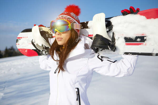 •Always wear eye protection, either sunglasses and goggles. Skiing and snowboarding are a lot more fun when you can see.