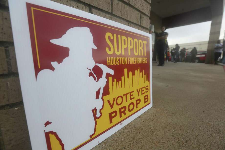 Houston firefighters posted support signs for Proposition B at the Fiesta Mart on Kirby Drive and Old Spanish Trail ahead of the Nov. 6, 2018 election in Houston. Voters approved the measure granting firefighters pay parity with police officers. Photo: Yi-Chin Lee, Houston Chronicle / Staff Photographer / © 2018 Houston Chronicle