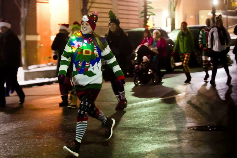 Runners take off from the starting line on Main Street and head down towards the Tridge during the Jingle Bell Run/Walk on Thursday, Nov. 29, 2018. (Katy Kildee/kkildee@mdn.net) Photo: (Katy Kildee/kkildee@mdn.net)