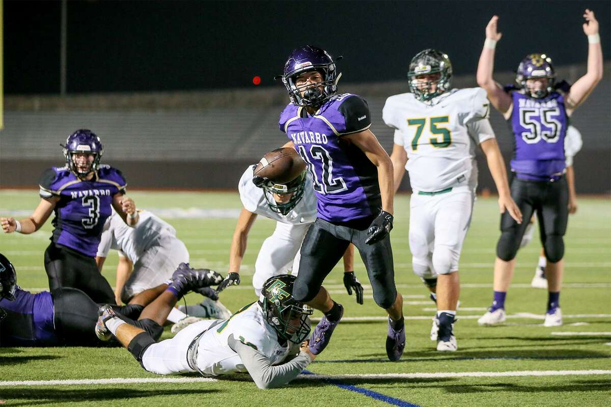 Navarro's Johnny Alegria scores on a 4-yard run in the Panthers' 28-13 victory over Rockport-Fulton at Alamo Stadium.