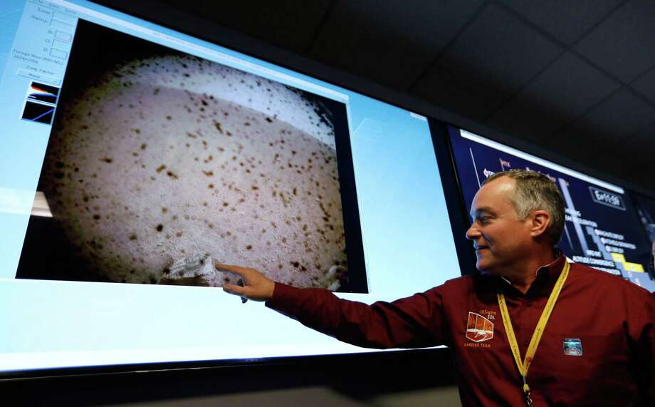 NASA engineer and InSight project manager Tom Hoffman points to the first image upon a successful landing by the InSight spacecraft on the planet Mars from the Mission Support area in the Space Flight Operations facility at the NASA Jet Propulsion Laboratory (JPL) in Pasadena, California on Nov. 26. Photo: AL SEIB /AFP /Getty Images / AFP or licensors