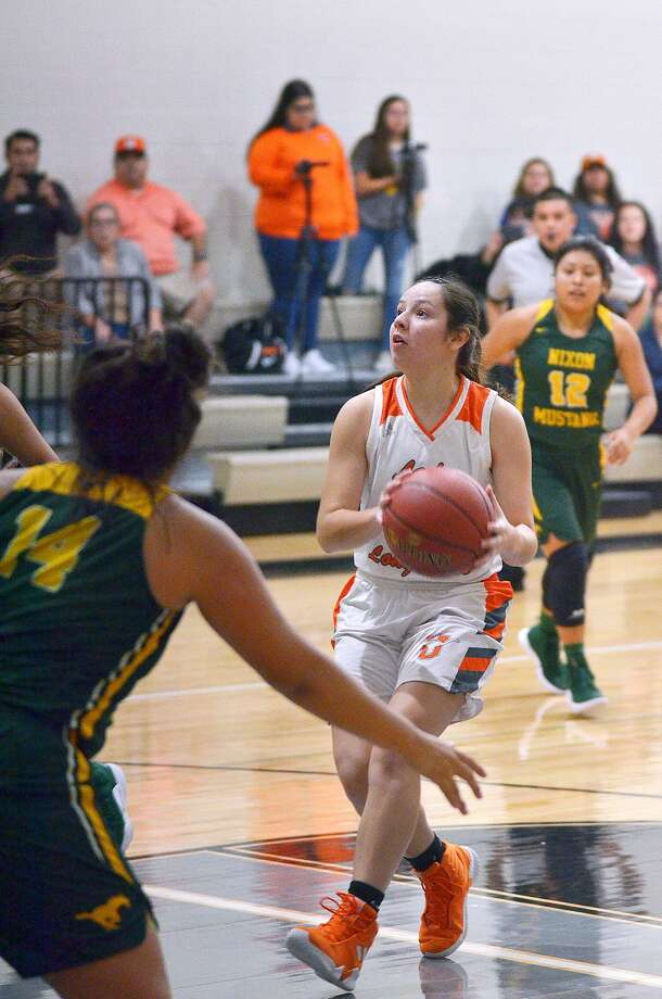 Natalia Trevino scored 39 points in two games Friday as United advanced to the Gold Bracket semifinals of the UISD Hoopfest after beating Nixon and Victoria West. They are one of two remaining unbeaten local teams along with United South. Photo: Cuate Santos /Laredo Morning Times / Laredo Morning Times