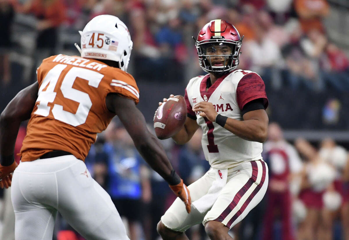 Oklahoma quarterback Kyler Murray (1) looks to pass as Texas linebacker Anthony Wheeler (45) applies pressure during the first half of the Big 12 Conference championship NCAA college football game on Saturday, Dec. 1, 2018, in Arlington, Texas.