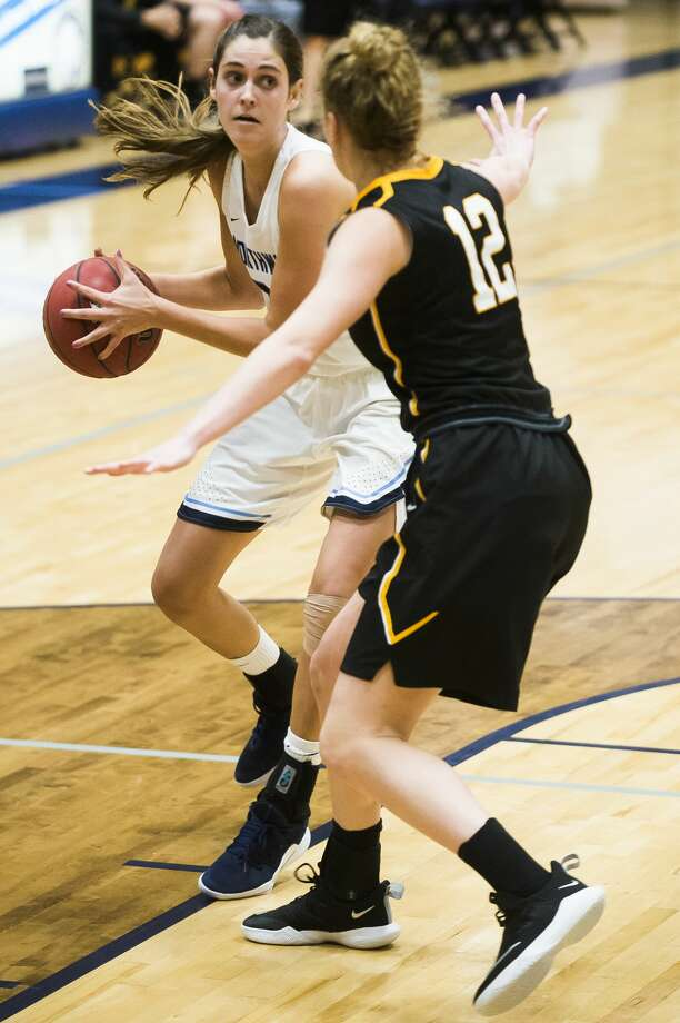Northwood's Grace German dribbles down the court during a game against Michigan Tech on Saturday, Dec. 1, 2018 at Northwood University. (Katy Kildee/kkildee@mdn.net) Photo: (Katy Kildee/kkildee@mdn.net)