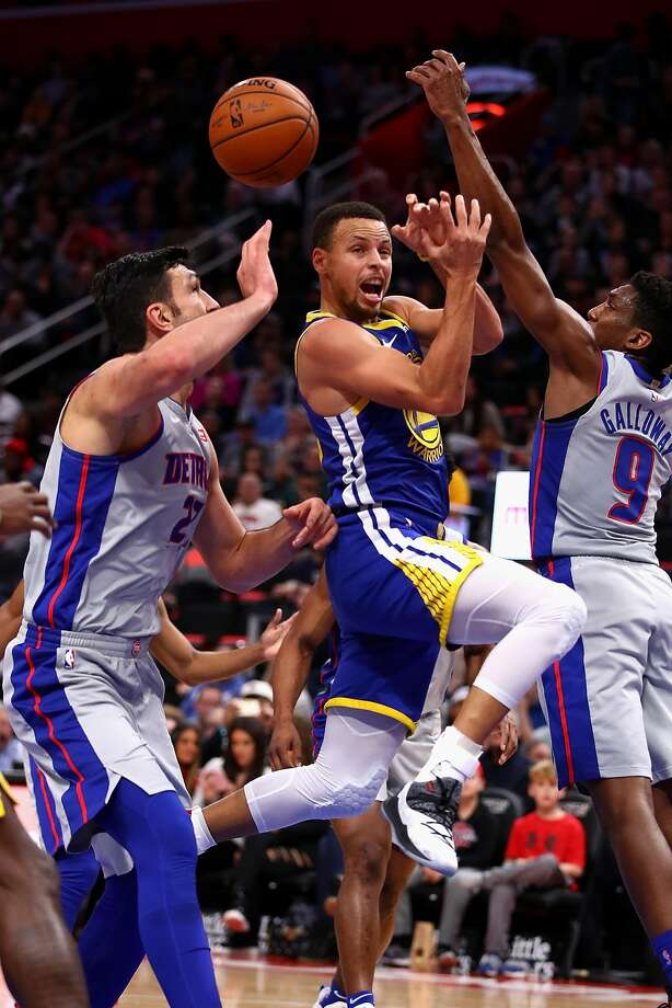 DETROIT, MICHIGAN - DECEMBER 01: Stephen Curry #30 of the Golden State Warriors passes from between the defense of Langston Galloway #9 and Zaza Pachulia #27 of the Detroit Pistons during the first half at Little Caesars Arena on December 01, 2018 in Detroit, Michigan. NOTE TO USER: User expressly acknowledges and agrees that, by downloading and or using this photograph, User is consenting to the terms and conditions of the Getty Images License Agreement. (Photo by Gregory Shamus/Getty Images) Photo: Gregory Shamus / Getty Images